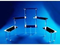 Présentoir en acrylique à plate-formes rectangulaires réfléchissantes