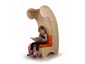 Chaise contemporaine de lecture avec étagère de Whitney Brothers